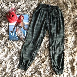 American Eagle Outfitters Camo Joggers sz XXS